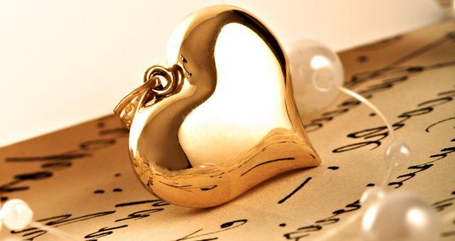 Золотой кулон - сердечко