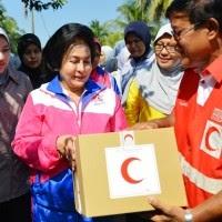Rosmah Lawat Mangsa Banjir PPRT Rimba Raja
