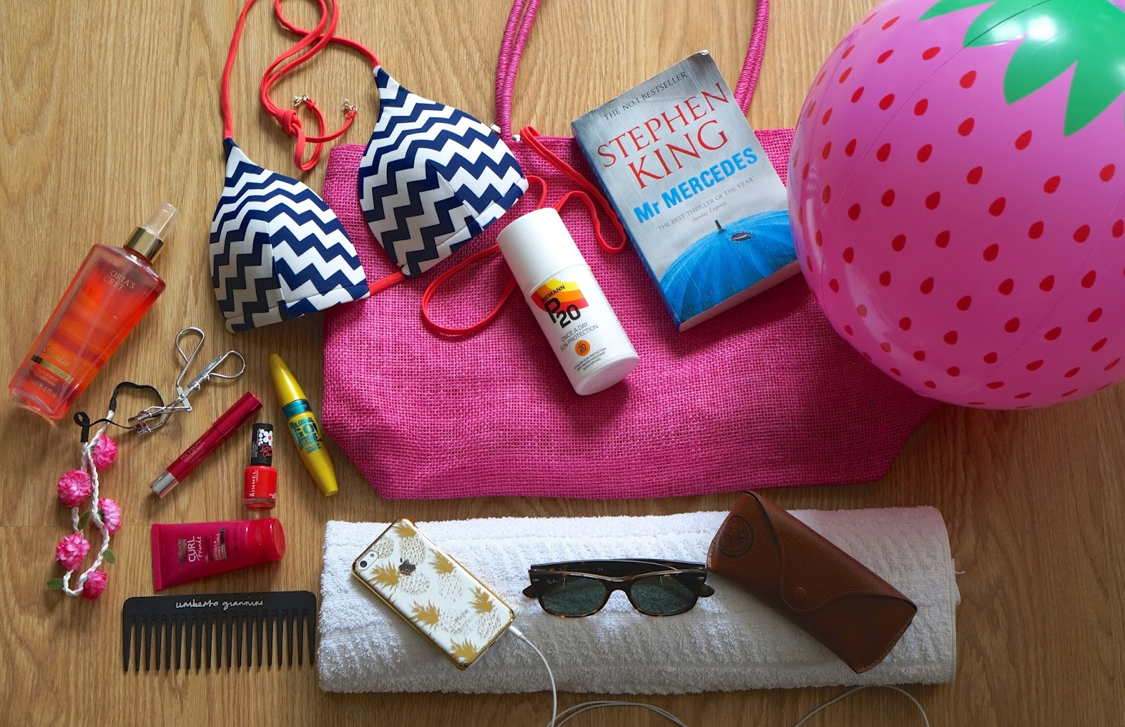 summer essentials, holiday edit, what's in my beach bag, boohoo, fashion blogger, fashion dough, travel, beauty,