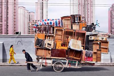 دراجة أم شاحنة: شاهد كيف ينقل الصينيون البضائع على الدراجات بشكل لا يُصدق!