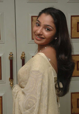 Tamil Actress Maya Unni in Saree Photos