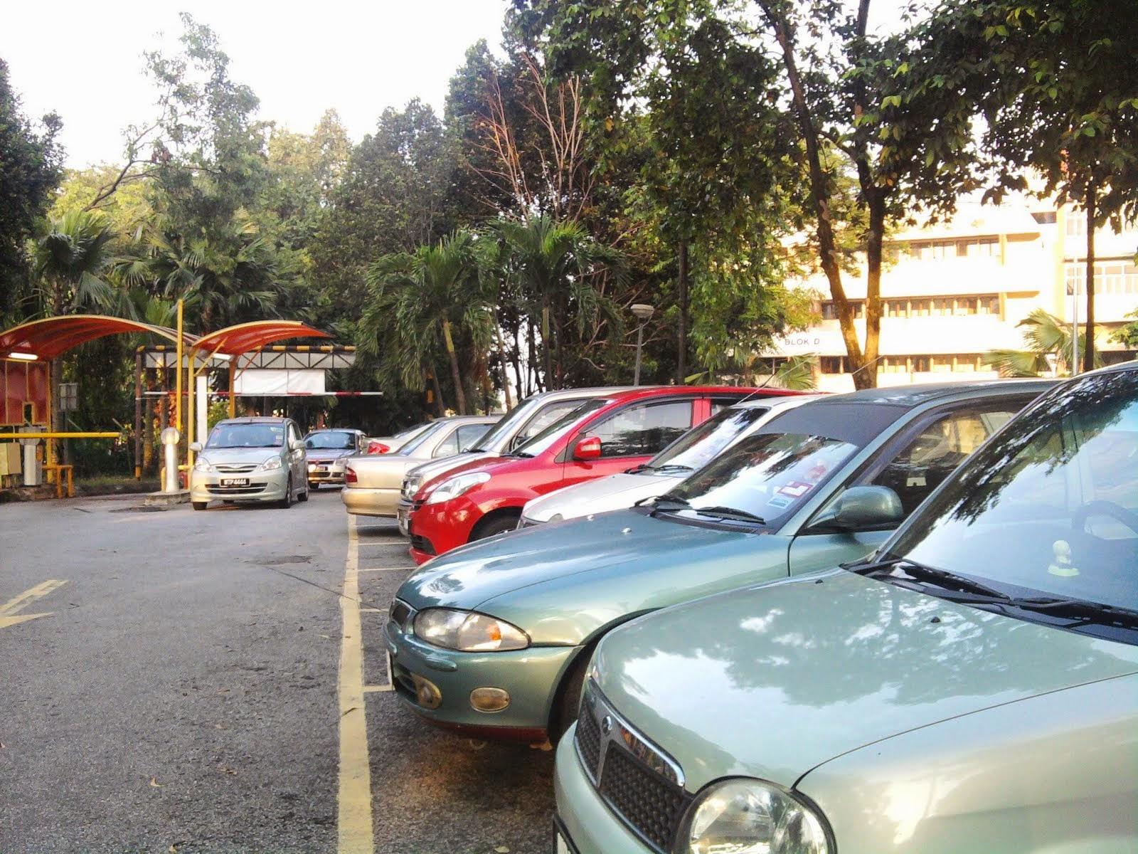 Parking kereta PPUM