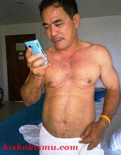 cercasi gigolo foto gay asia