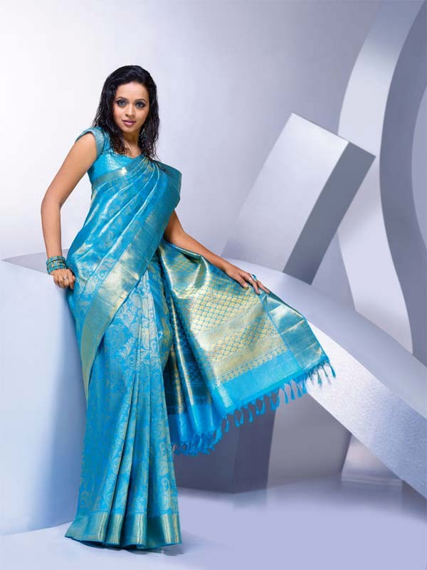 Awesome Red Saree With Golden Border Romantic Red Saree Great Light Blue