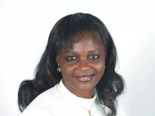 2019: Female professor enters presidential race
