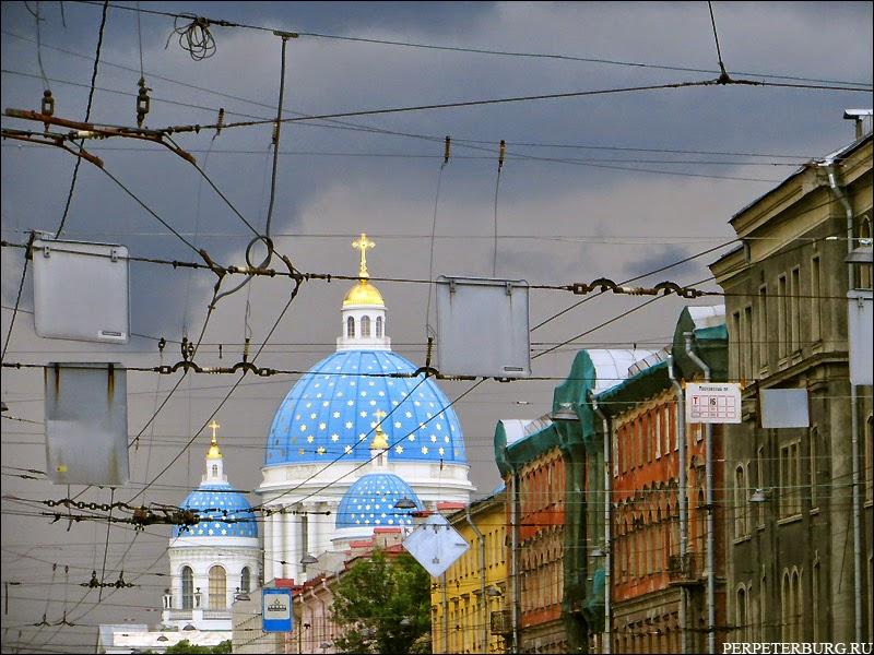 Фото Троицкого собора с голубым куполом и звездами в Петербурге