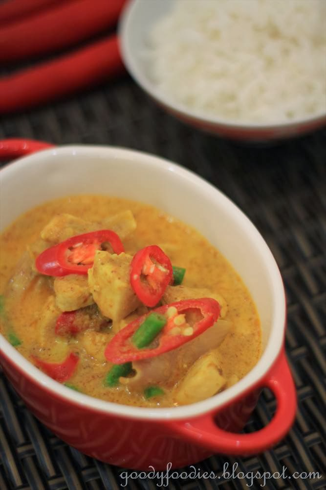 GoodyFoodies: Recipe: Thai Yellow Curry Chicken + PSA ...