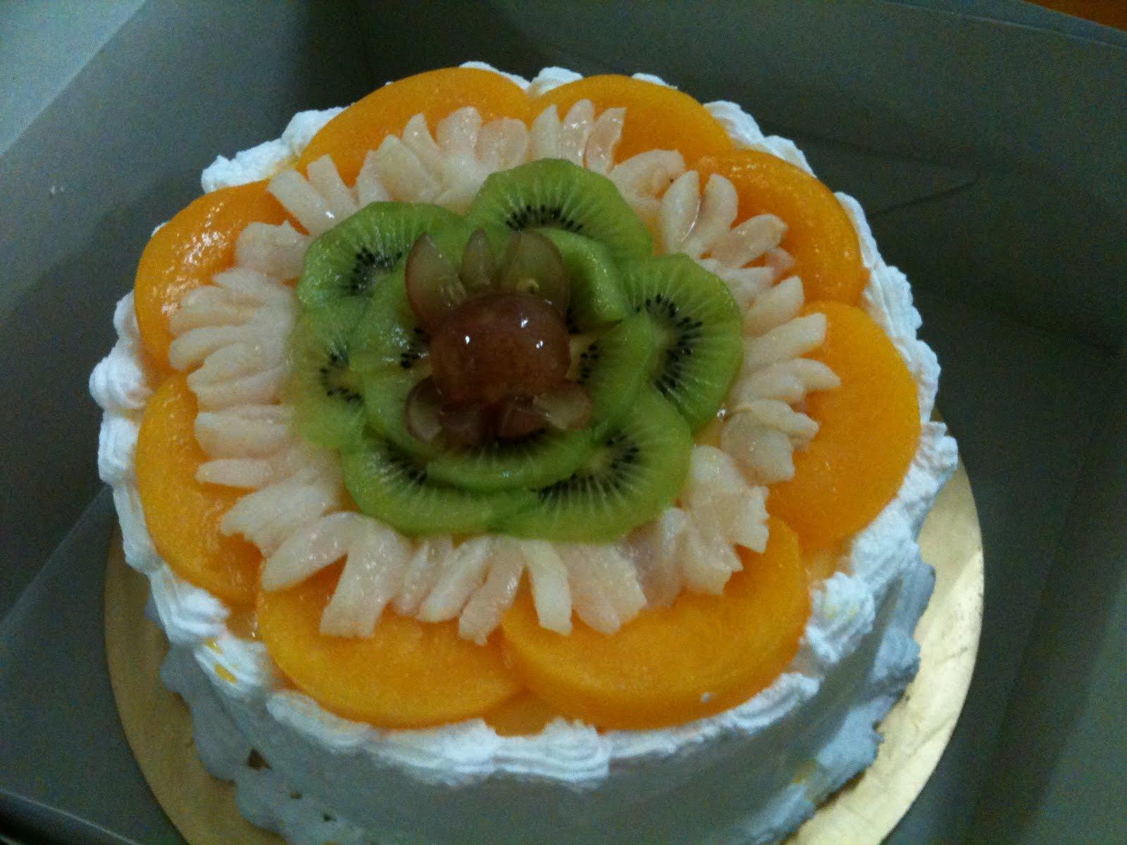 MamaBisya Cake House: Fruit Flan Cake