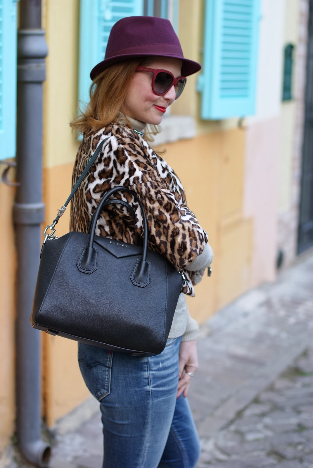 short leopard print furry jacket, Nora barth jacket, Replay jeans, Givenchy Antigona, Fashion and Cookies, fashion blogger