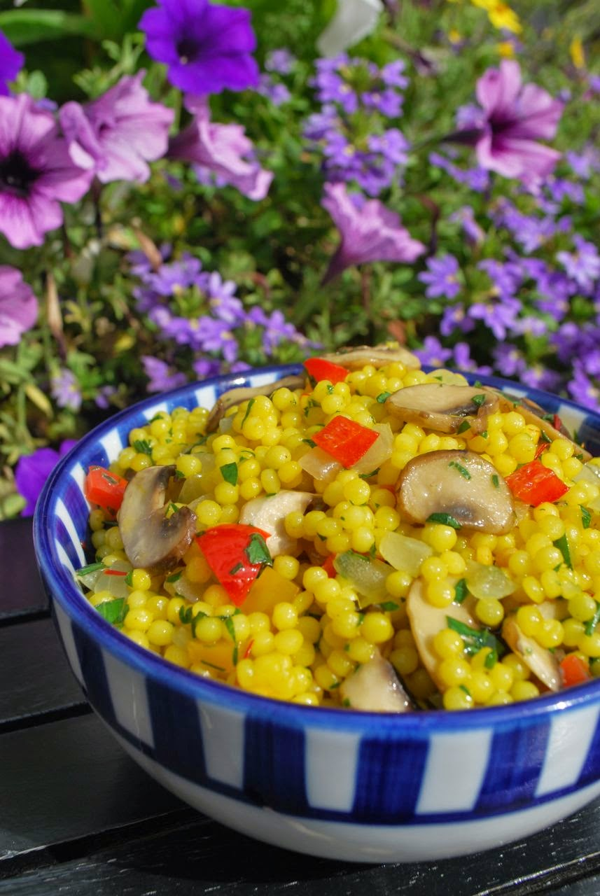 Scrumpdillyicious: Israeli Couscous with Mushrooms, Peppers & Saffron