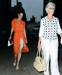 Katie Holmes out for coffee with her mother