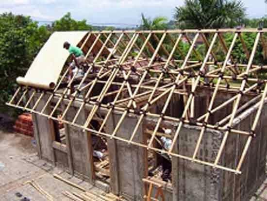 Rumah Pedesaan Menggunakan Kaso dan Reng Bambu