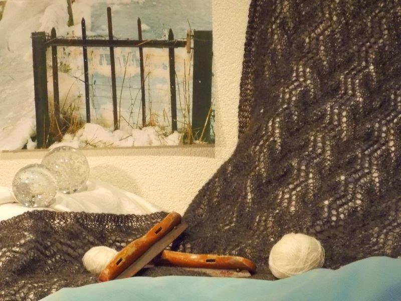 TE KOOP: grijze wollen shawl, heel warm