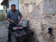 Preparant les botifarres a la Barraca del Lledó