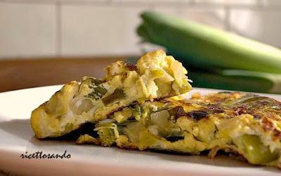 frittata con porri e patate ricetta base per molte preparazioni