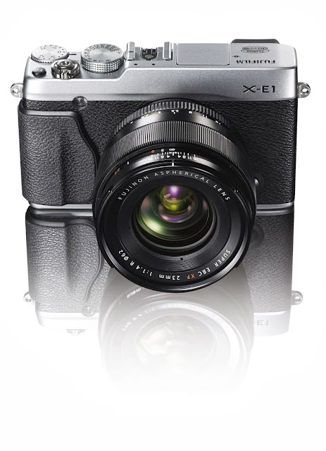 Fotografia della Fuji X-E1 argento con il FUJINON XF23mm F1.4 R