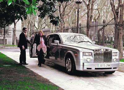 """Los ricos también lloran... por las subvenciones,Thyssen,Hablamos de eliminar subvenciones,sindicatos,empresarios, clero, partidos políticos,duquesa de Alba, Cayetana Fitz-James Stuart, March, Botín, Benjumea, Conde, Cortina, Alcocer, Entrecanales, http://www.facebook.com/pages/Anarquistas/378066755607147    Los ricos también lloran... por las subvenciones,Thyssen,Hablamos de eliminar subvenciones,sindicatos,empresarios, clero, partidos políticos,duquesa de Alba, Cayetana Fitz-James Stuart, March, Botín, Benjumea, Conde, Cortina, Alcocer, Entrecanales, subvenciones, Hablamos de eliminar subvenciones de todo tipo a """"sindicatos"""" , empresarios, clero, partidos políticos... pero entre la casta privilegiada, están los dueños de grandes fortunas, que para mantener su status, por lo visto, les hace falta grandes inyecciones de dinero público. Desde la duquesa de Alba, Cayetana Fitz-James Stuart, a apellidos vinculados a grandes bancos y empresas cotizadas en Bolsa, como March, Botín, Benjumea, Conde, Cortina, Alcocer, Entrecanales, todos llevan años solicitando y beneficiándose de fondos públicos. Para muestra un botón:  El Thyssen vuelve a esquivar el pago de 38.596 euros de tasa de basuras Fue impugnado y, como el Ayuntamiento no lo ha reclamado, ha prescrito. Lo mismo pasó en 2011, entonces sobre el impuesto generado en 2007. En las cuentas de 2011, las primeras con beneficios de la Fundación Thyssen, se descontaron 38.596 de los gastos previstos para el pago de la tasa de residuos sólidos a grandes generadores creada por Gallardón en 2007. El impuesto había sido impugnado y, puesto que el Ayuntamiento de Madrid no reclamó ni dictó ninguna resolución al respecto, prescribió el pago correspondiente a 2007 y la fundación se ahorró el dinero. En las cuentas de 2012, publicadas hoy en el BOE, ha vuelto a pasar: sin resolución del ayuntamiento, la tasa de 38.596 euros correspondiente a 2008 caducó al cierre de 2012, cuatro años después. El balance de 2012 no registra benefic"""
