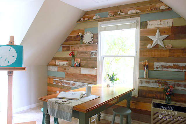 Pallet wood feature wall by Pretty Handy Girl via I Love That Junk