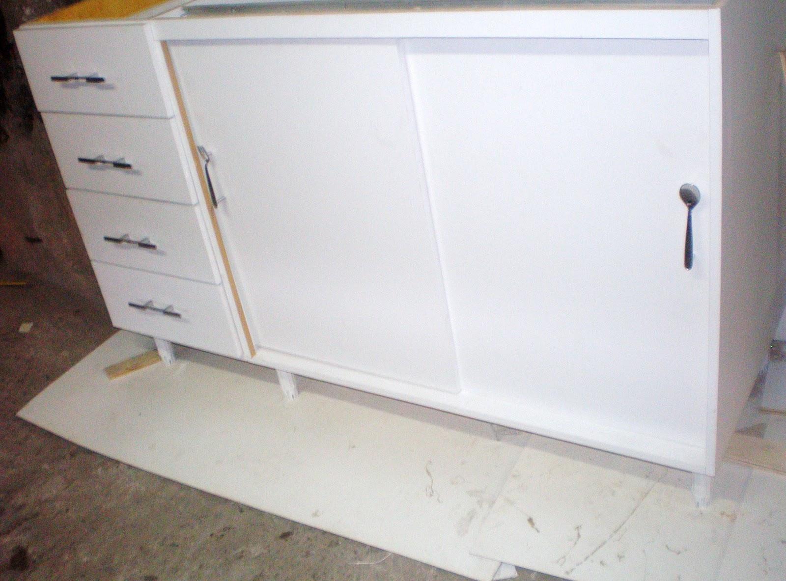 Gabinete de pia de cozinha com 4 gavetas profundas e portas de correr  #766245 1600 1183