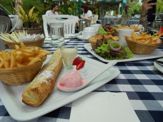 Hidangan minum petang di Strawberry Park Resort