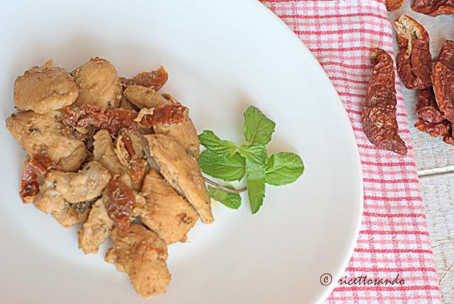 Bocconcini di pollo alle spezie con pomodori secchi