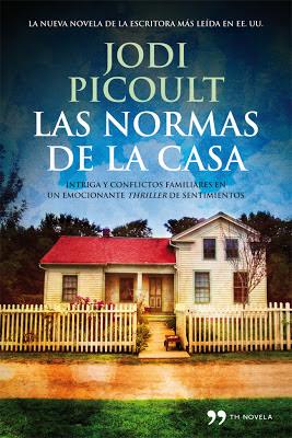 Portada del libro donde se ve la fachada de una casa rodeada de una valla de madera y árboles al fondo