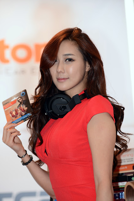 Kim Ha Yul at FOHM 2013