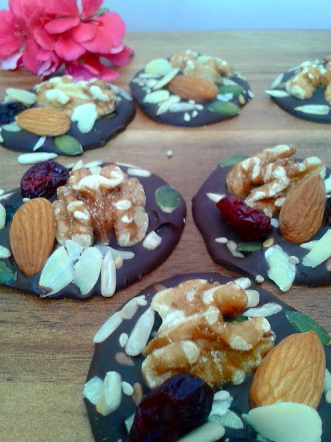 snacks de chocolate y frutos secos