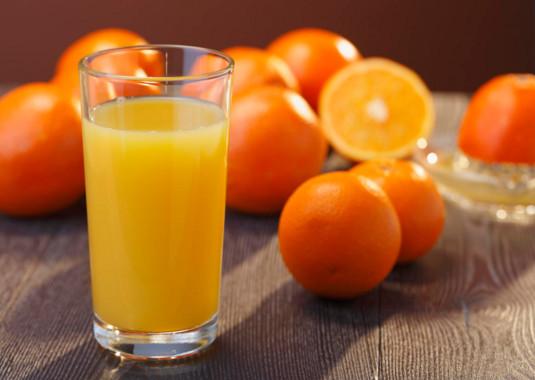 uống nước cam và bưởi trị được mụn thâm và làm sáng da