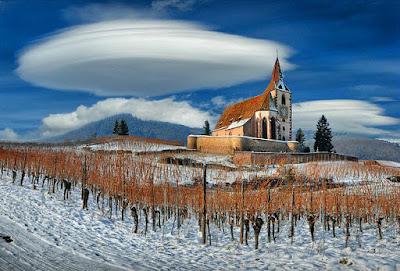 Jenis Awan Lenticular Clouds
