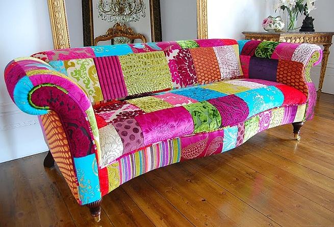 Cinples patchwork no sof - Telas para tapizar un sillon ...