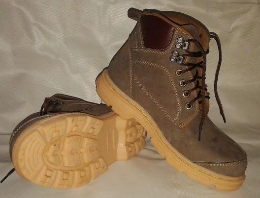 http://www.maddasafety.com/2014/12/sepatu-safety-coklat-kombinasi-mn-10.html