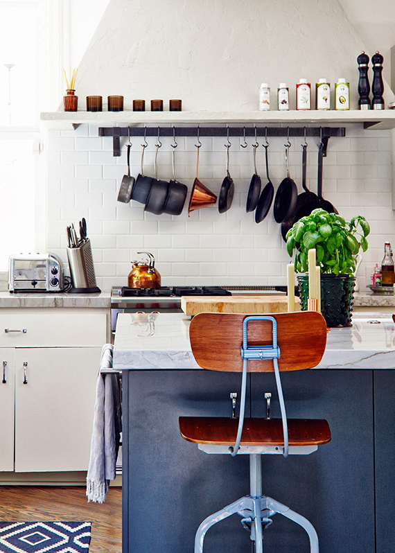 Eclectic kitchen | Image via Sköna Hem