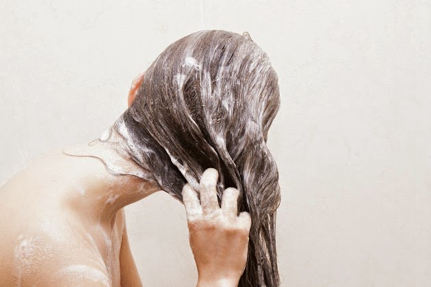 Si es posible el aceite de bardana a los cabellos colorados