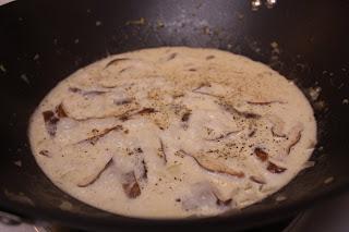 Adventures of a Traveling Phoodista: Creamy Shiitake Capellini Alfredo