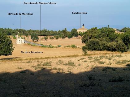 Vista panoràmica del Pla de la Moretona amb les masies Moretona i el Pou de la Moretona
