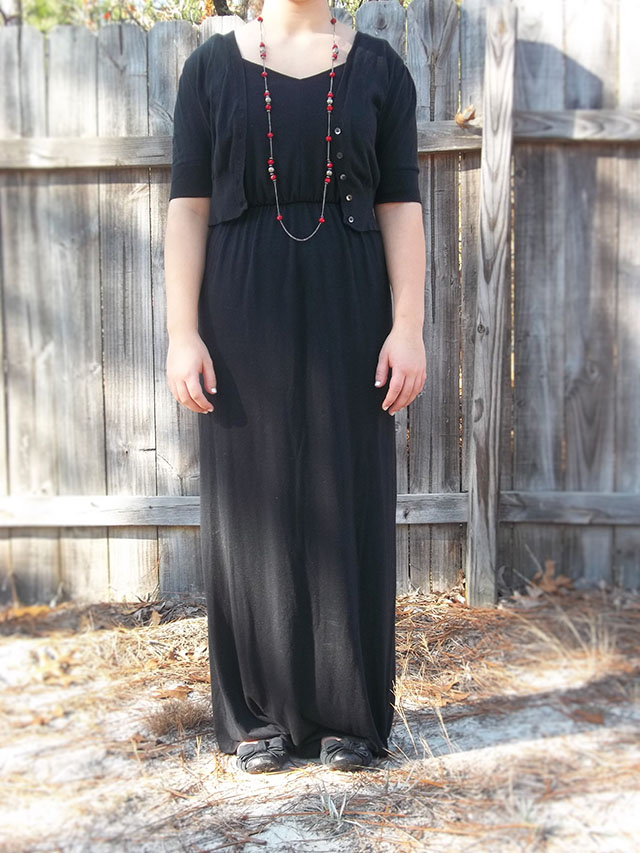 simple holiday style sparkly jewelry red jewelry grey dress black maxi dress black sweater black bow flats dressember chat money