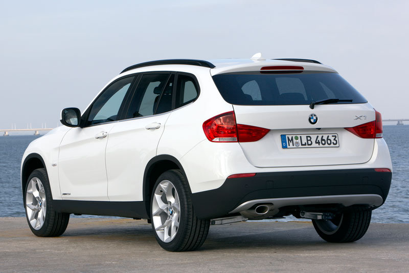 bmw x1 sdrive18i 2880x900 wallpaper features wallpapers. Black Bedroom Furniture Sets. Home Design Ideas