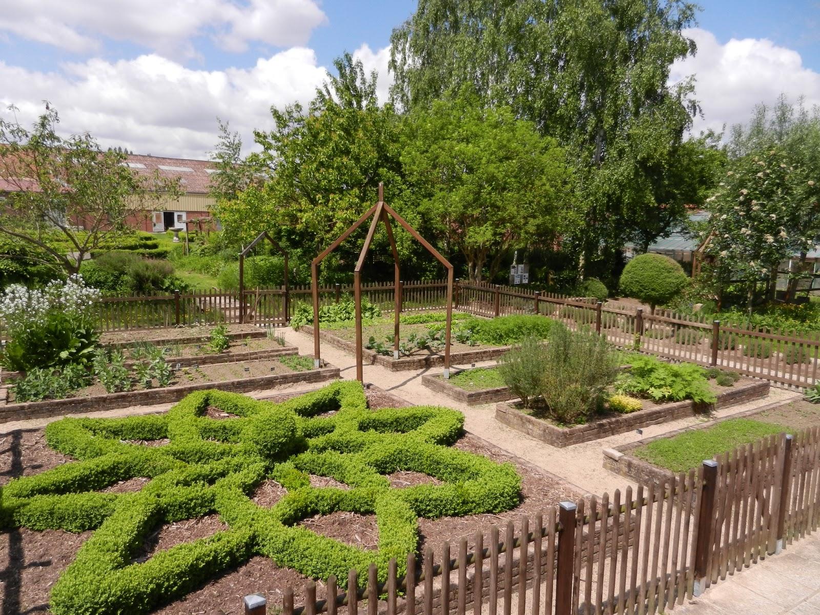 Jardin d 39 esprit m di val du lyc e agricole de douai for Jardin hildegarde