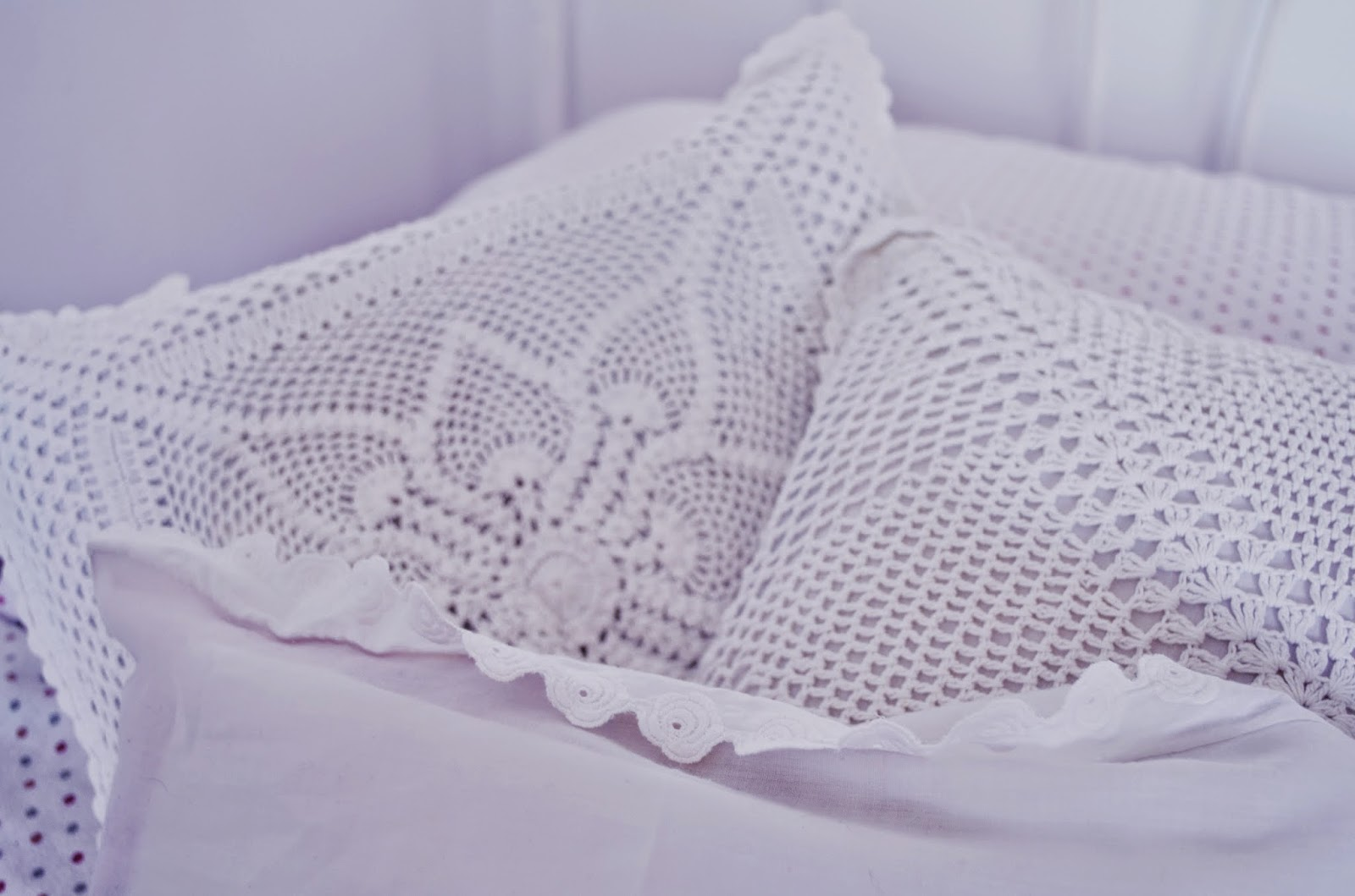 pokój w bieli czyli moje cztery kąty, poduszki, romantyczny styl, rustical, rustykalny, ażurowe, koronkowe, lifelookangies