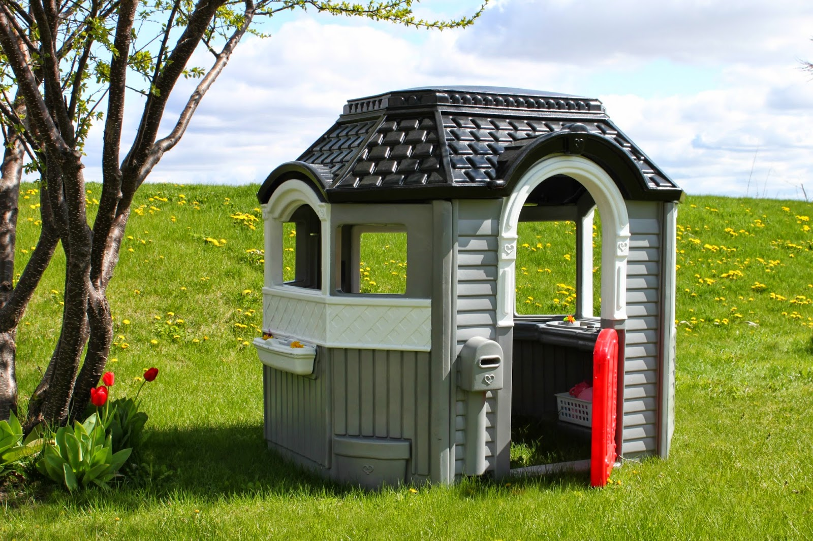 All things diy little tikes playhouse makeover for Little tikes house