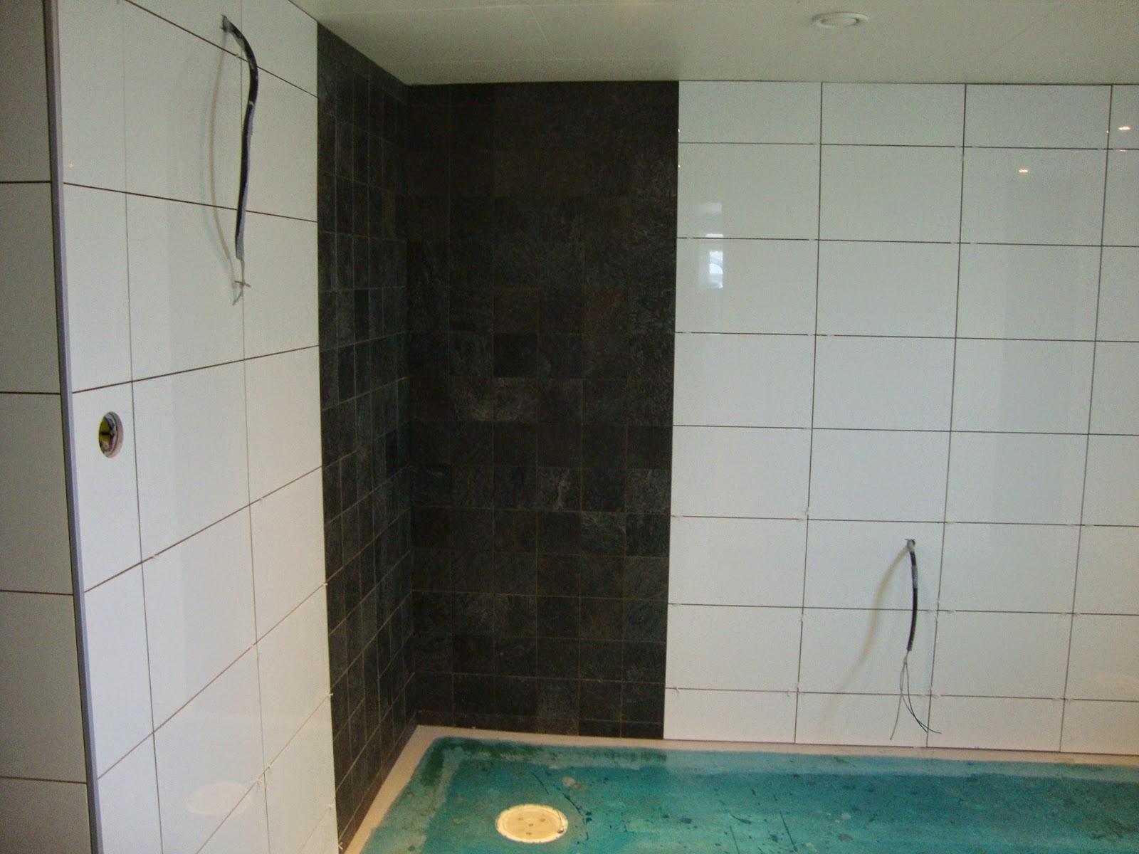 Born in a grass cottage: snart ett helkaklat badrum