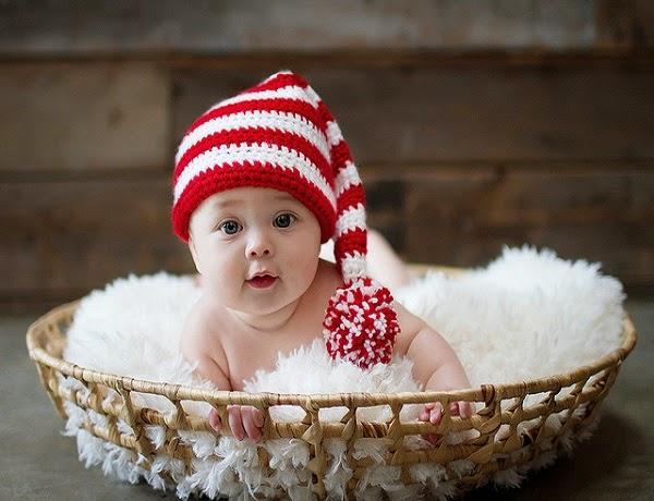 Photo bébé jolie avec yeux bleus