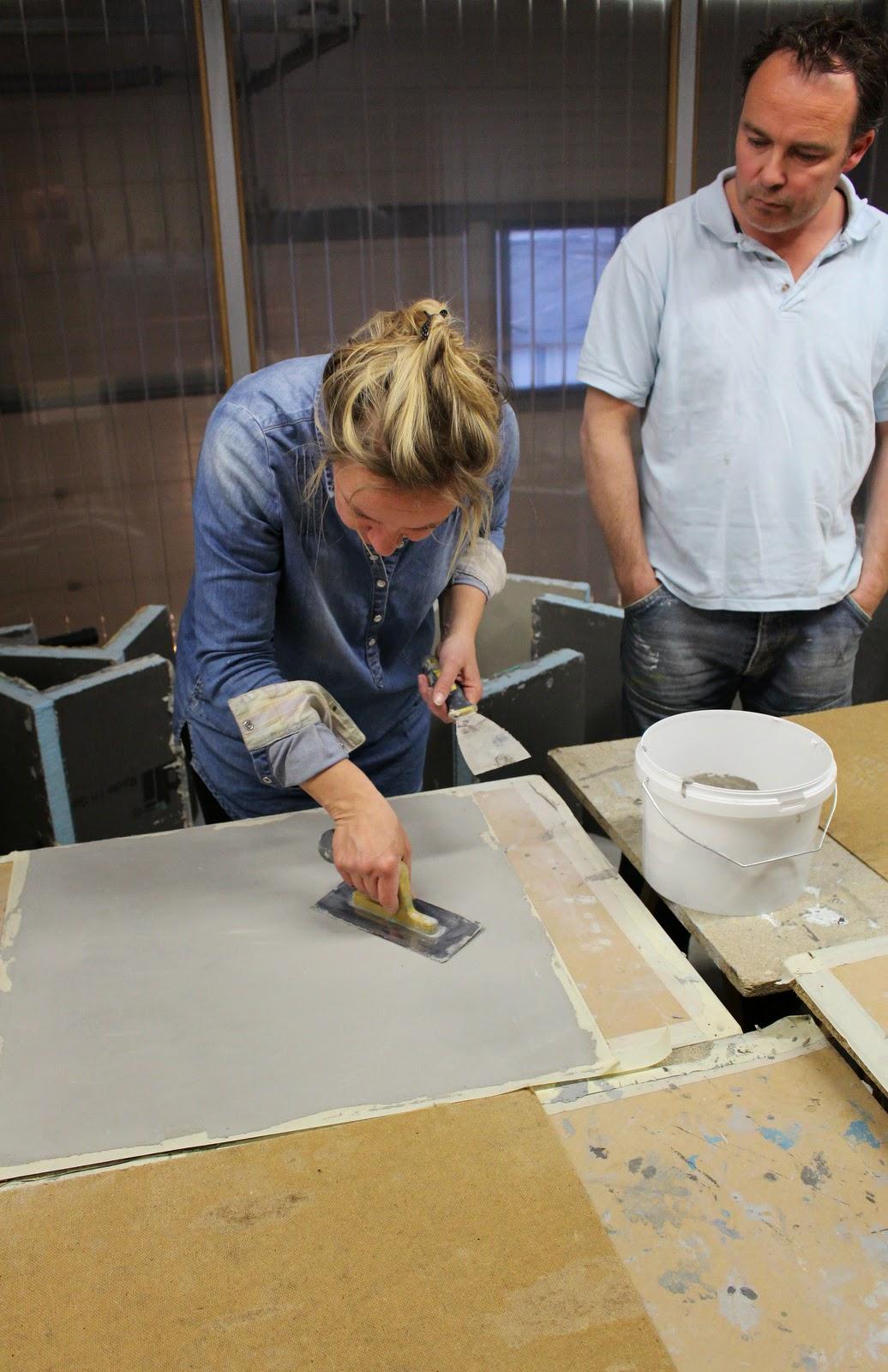 Het moonhuis via estudio workshops for Betonstuc zelf aanbrengen
