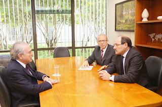 Michel Temer, Eliseu Padilha e José Ivo Sartori. (Luiz Chaves/Palácio Piratini)