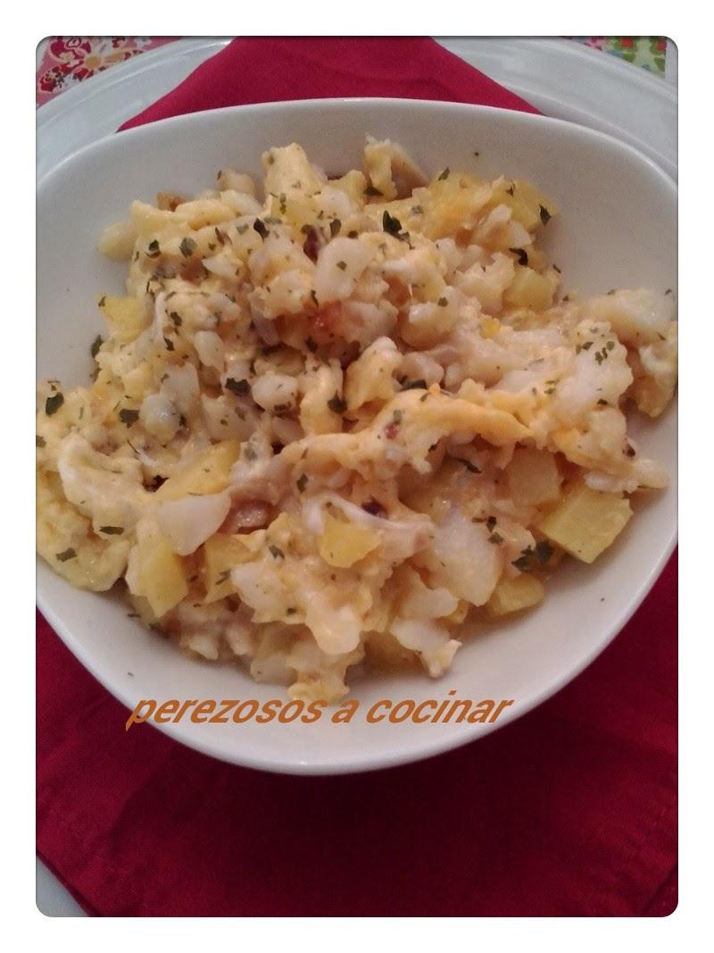 Perezosos a cocinar revuelto de bacalao y patatas - Cocinar bacalao desalado ...