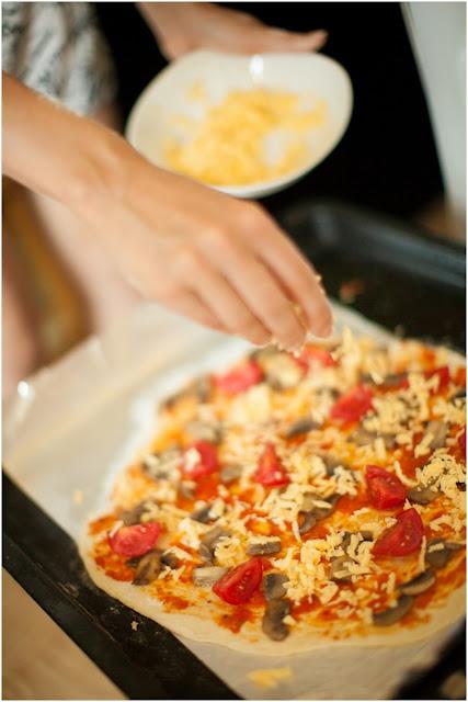 тертый сыр на пицце