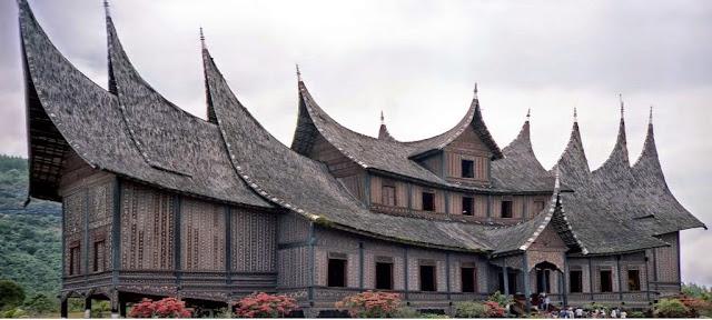 Sistem Kelarasan di Minangkabau