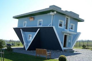 บ้านแปลกๆ