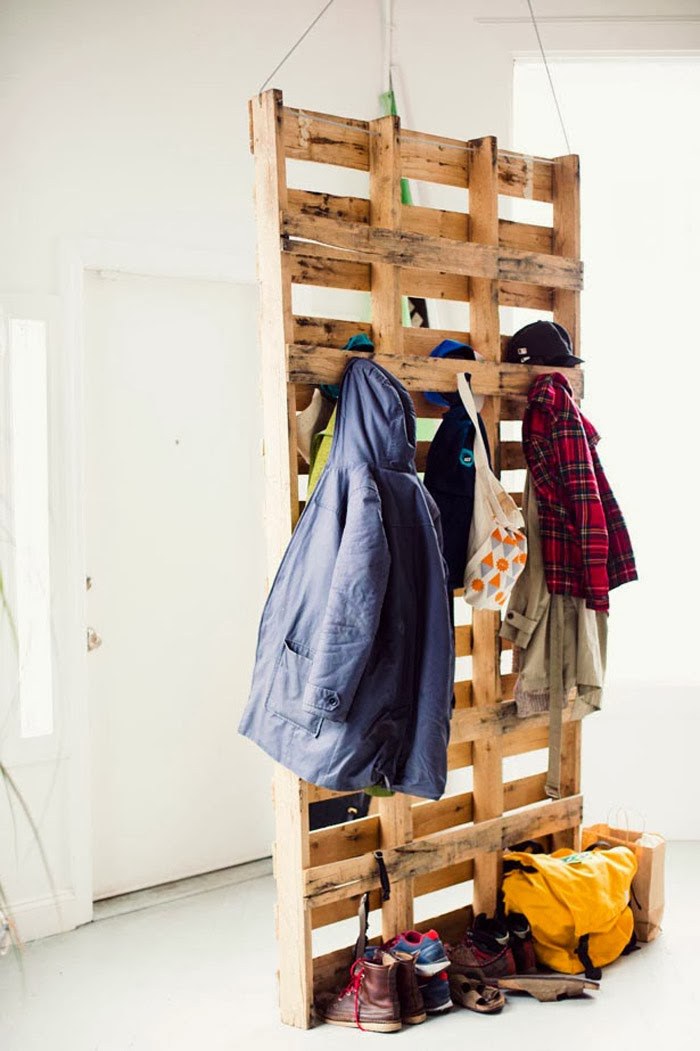 Cool Decorating Trick No. 40 | Pallet Coat Storage